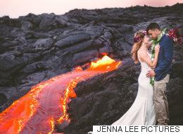 한 신혼부부가 무려 1,000도나 되는 용암 옆에서 웨딩사진을 찍었다(사진)