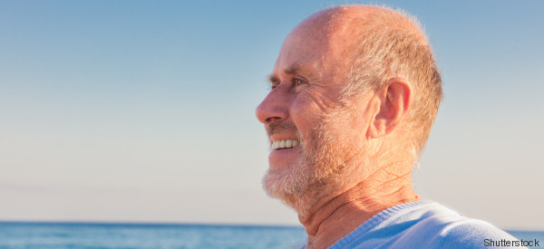 Invecchiare rende più felici: lo assicura la scienza