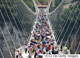 중국 장가계 유리 다리 개통 2주만에 폐쇄