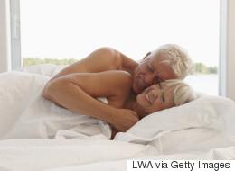 Le sexe risqué pour les hommes vieillissants, bon pour les femmes plus âgées