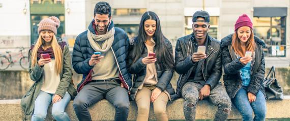 TEENAGER SMARTPHONEW