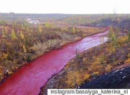 러시아의 어느 강에는 '핏빛' 강물이 흐른다