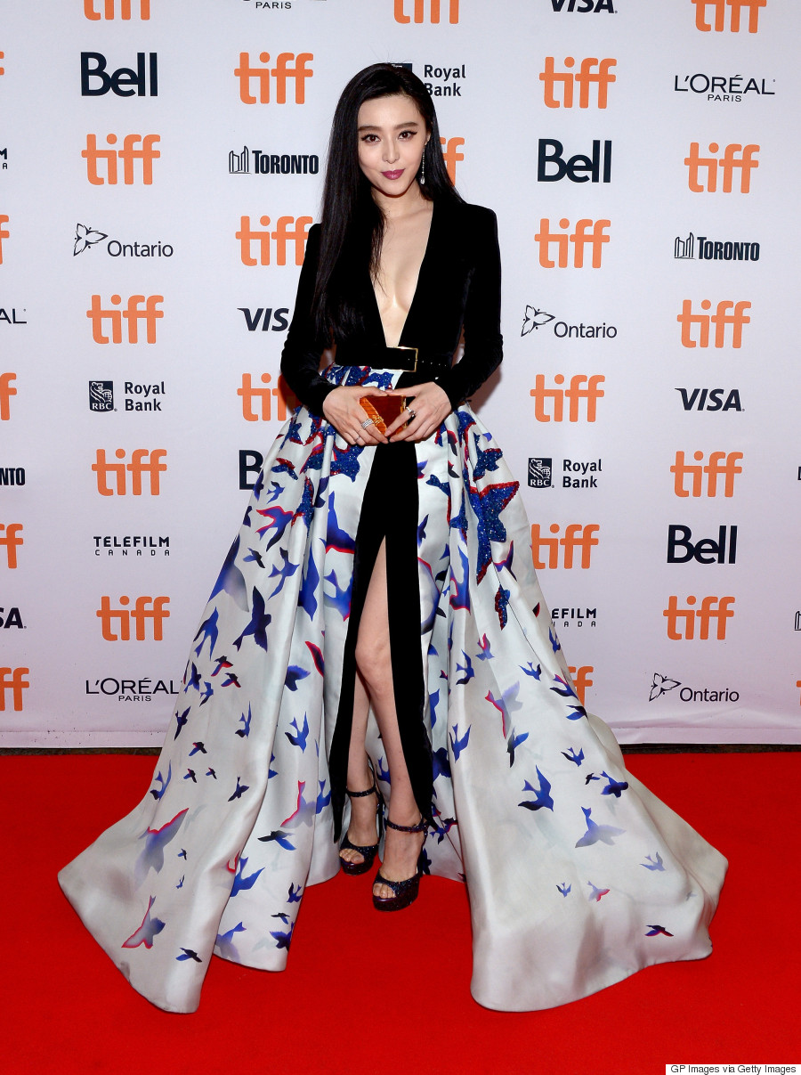 The dress he wore toronto - The Long Sleeved Dress Which Featured A Low Plunging Neckline And Thigh High Slit Was Equipped With A Silk Organza Printed Skirt That Had Sequined Blue