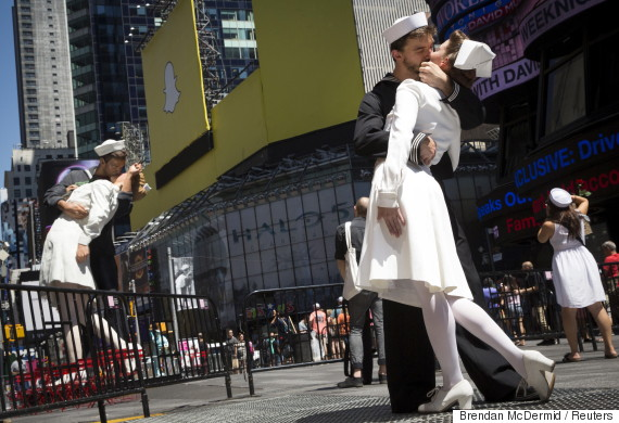 kiss day in times square