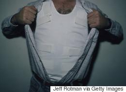 Un homme meurt après s'être interrogé sur l'efficacité de son gilet pare-balle