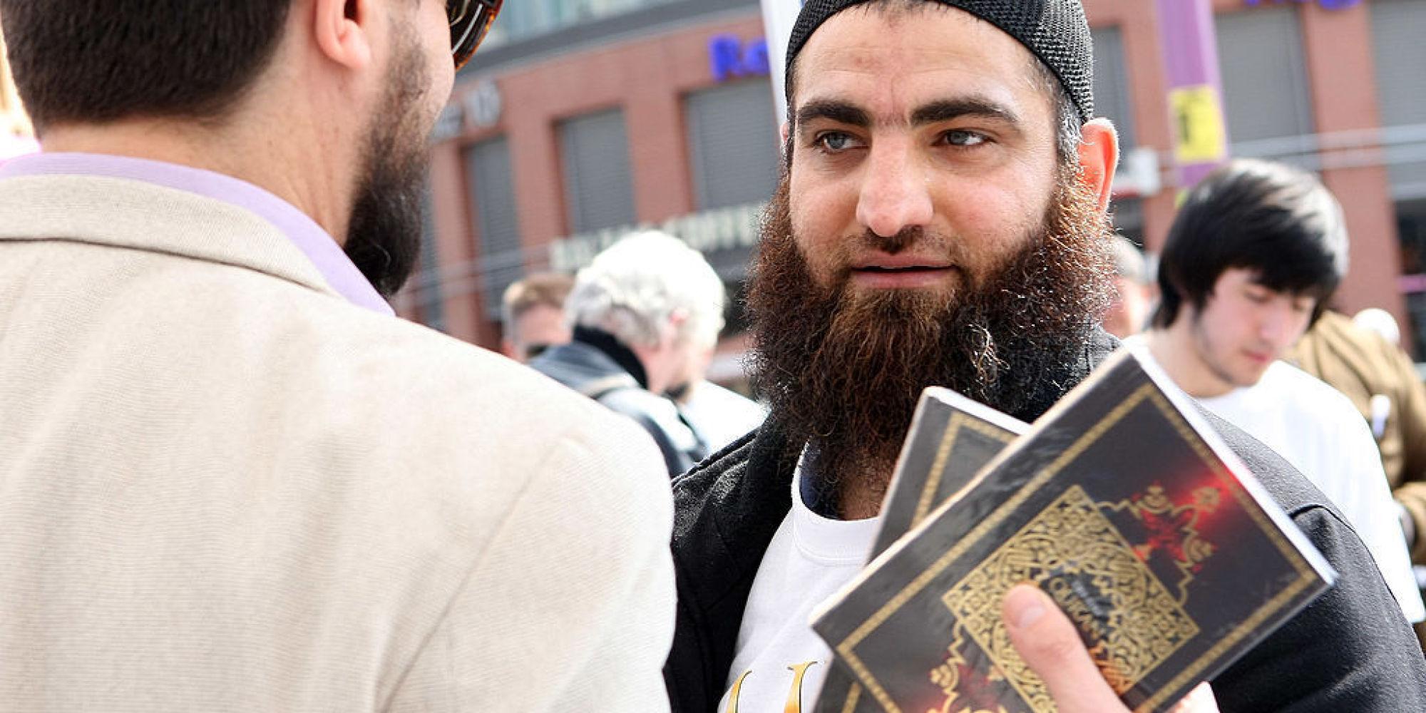 Längst überfälliger Schritt: Darum dürfen Muslime in Hamburg den Koran nicht mehr öffentlich verteilen