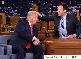 Fallon malmène les cheveux de Trump au «Tonight Show» (VIDÉO)