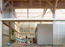 Avec un petit budget, ils ont transformé ce hangar en maison modulable (PHOTOS)