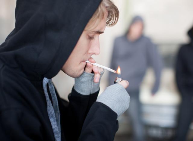 La consommation d'alcool et de tabac est en baisse — Ados