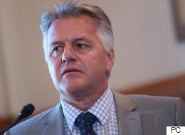 Les partis d'opposition réclament la tête de Lessard