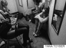90년대 스트립클럽의 대기실을 찍은 흑백 사진들(화보)