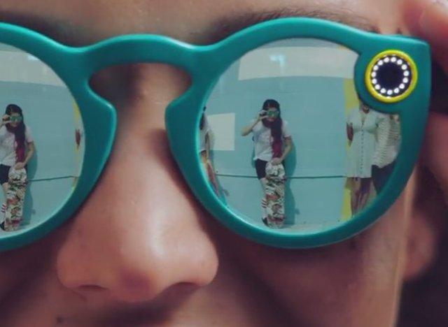 La firme change de nom et annonce des lunettes connectées — Snapchat