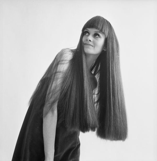 Twiggy Models A Long Brown Wig 1967 A Look Back Huffpost