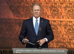 Bush interrumpe a Obama para que le haga una foto... y su cara lo dice todo