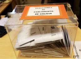 Confunde el sobre del voto con el regalo de un bautizo y deposita 200 euros en la urna
