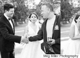 Tom Hanks s'invite au mariage de ce jeune couple (PHOTOS)