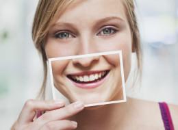 Sourire rend heureux? Cette fameuse étude scientifique a du plomb dans l'aile