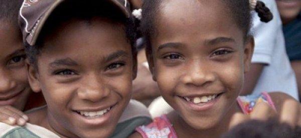 Wenn Mädchen in diesem Dorf 12 Jahre alt werden, passiert etwas Rätselhaftes mit ihren Körpern