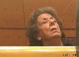 Podemos publica una foto de Barberá dormida en su escaño: