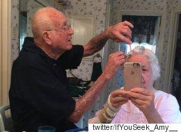 이 할아버지는 매일 아침 아내의 헤어스타일을 가꾼다