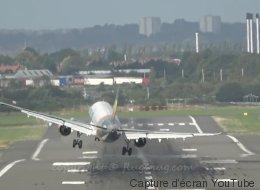 Les impressionnantes images d'un Airbus obligé de s'y reprendre à deux fois pour atterrir