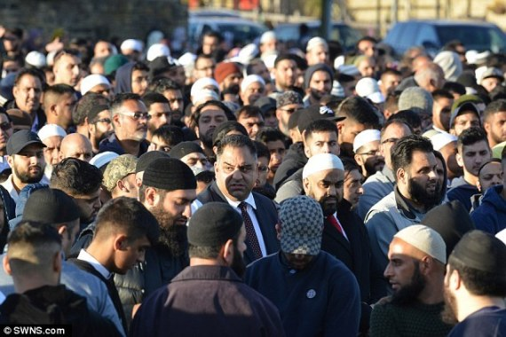 جنازة مسلم يشارك فيها الآلاف o-S-570.jpg?3