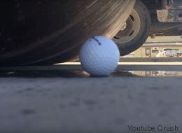 Rien ne résiste à un rouleau compresseur, sauf une balle de golf (VIDÉO)