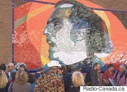Gilles Vigneault soulève la question identitaire au dévoilement de sa murale