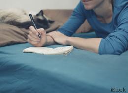 Schreib diese 3 Dinge auf einen Zettel, bevor du schlafen gehst - morgen wirst du eine Veränderung spüren