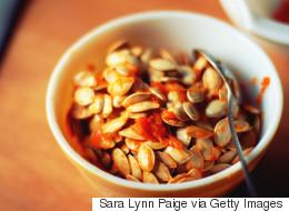Un simple truc pour retirer les graines des citrouilles