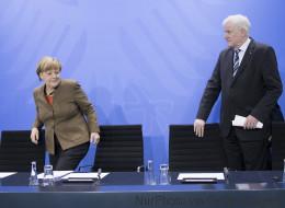 Seehofer schickt Kampfansage an Merkel: