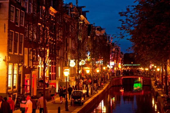أسعار منخفضة ومناظر مثالية.. مدنٍ o-AMSTERDAM-570.jpg?
