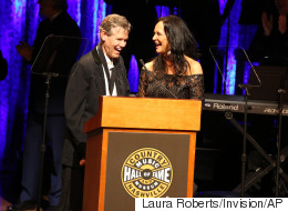 Years After A Stroke Took His Voice, Randy Travis Stuns Crowd By Singing