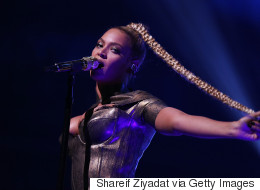 Beyonce Won't Let A Ripped, Bleeding Ear Stop Her From Performing