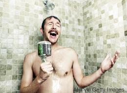 Morgens oder Abends? Wissenschaftlerin erklärt, wann die beste Zeit zum Duschen ist - Video