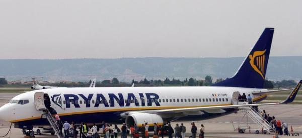 Ryanair abbassa i prezzi del 15%. Un milione di posti per volare in più ogni mese fino a marzo. Novità sul check-in