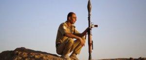 Un Combattant Peshmerga Monte La Garde Dans Le Nor