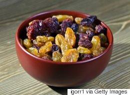 Des raisins secs imbibés de gin pour soigner l'arthrite