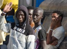 Immigrazione: diminuiscono gli arrivi per lavoro (che non c'è), crescono integrazione e cittadinanza