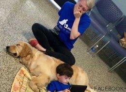 La emoción de una madre al ver que su hijo autista se relaciona con su perro