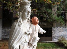Une statue de l'Enfant-Jésus drôlement restaurée à Sudbury!