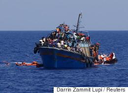 리비아 난민선이 갑자기 무장대원의 공격을 받아 29명이 사망 또는 실종됐다(사진)