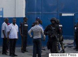174명의 중무장한 죄수들이 매슈로 초토화된 아이티에서 탈옥했다