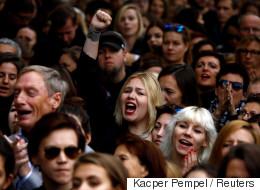 검은 옷의 시위대가 다시 폴란드의 거리로 뛰쳐 나온 이유