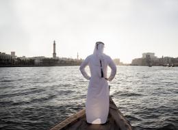 ماذا فعل السعوديون حين اكتشفوا إماراتياً بينهم؟