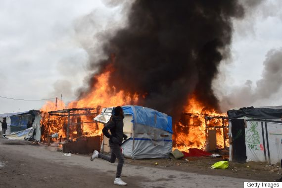 calais migrant camp fire