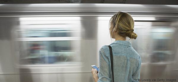Sie vergas ihre Dokumente in der S-Bahn - jetzt sucht sie den ehrlichen Finder