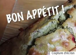 Un gâteau au thé vert matcha et aux framboises