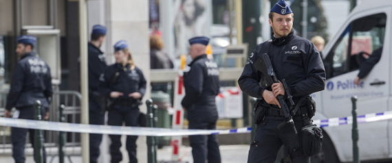 UN POLICIER  BRUXELLES EN AVRIL