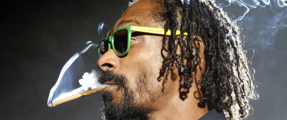 SNOOP DOGG SMOKING